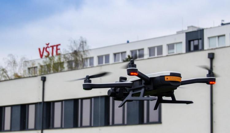 Při Noci vědců uvidí návštěvníci VŠTE drony i vodní hodiny