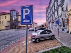 Parkovací zóny se od prosince rozšíří do jižní části Budějovic