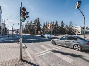 Jak zvýšit průjezdnost křižovatek ve městě? Pomoct má speciální řídící centrum