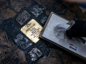 V Krumlově jsou první kameny zmizelých. Připomínají oběti holocaustu