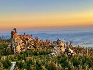Podzimní Třístoličník nabízí úchvatné výhledy na Šumavu i Alpy