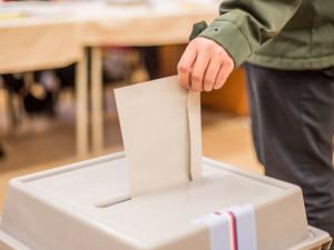 V referendech lidé podpořili stavbu obchvatu nebo víceúčelové haly
