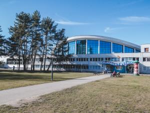 Stav střechy českobudějovického bazénu bude znát město v létě