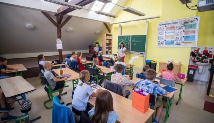 Část jihočeských škol na týden zavře, aby se zbrzdilo šíření covidu-19