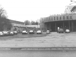 Nejdéle fungující zimní stadion slaví výročí. Budvar aréna vznikala ze zbytků synagogy