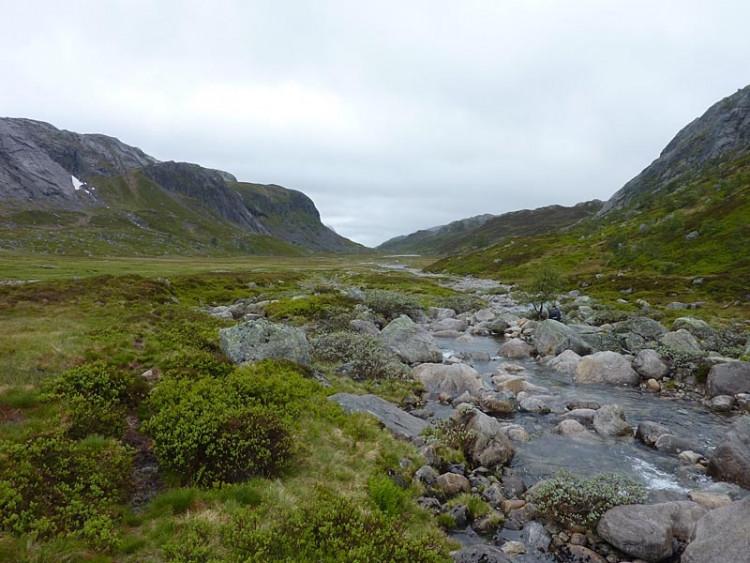 Epizoda 4 - Manafossen: Pohled na údolí, kterým jdeme až k moři
