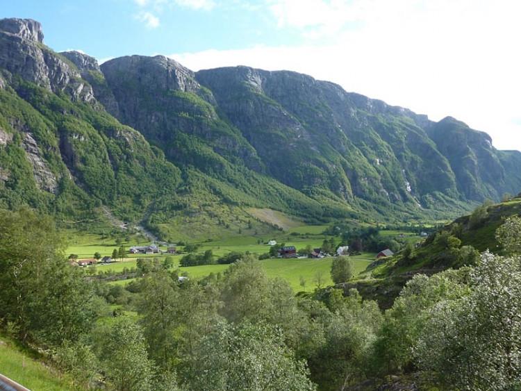 Epizoda 5 - Stavanger: Pohled na údolí za vodopádem Manafossen