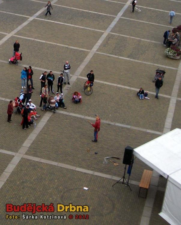Kejklíři na náměstí Přemysla Otakara II.