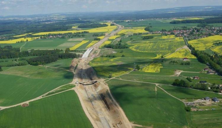 Práce na dálnici D3 mezi Táborem a Veselím