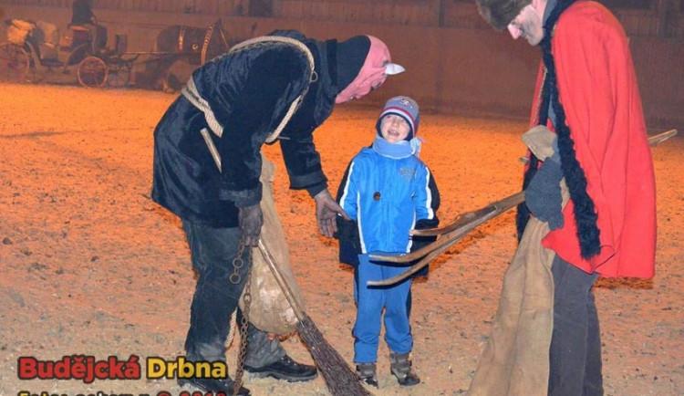 Mikulášská nadílka ve dvoře Vondrov