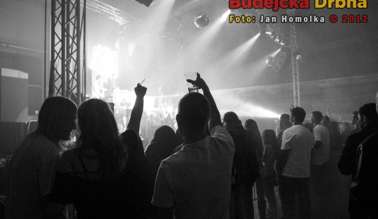Vánoční Kiss párty live v Budějcích