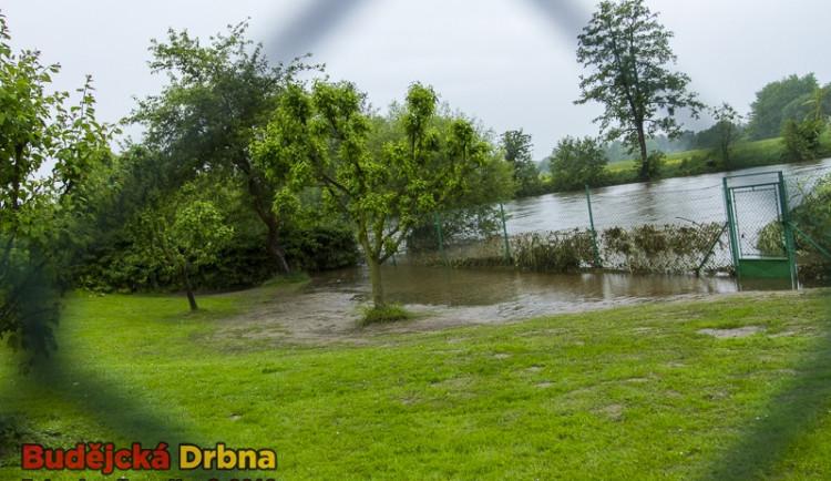 Velká voda postupně opadává