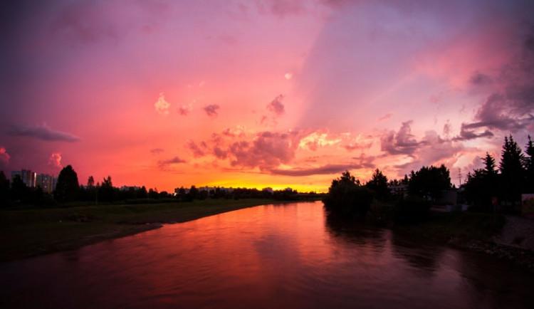 Západ slunce a bouřka nad jihočeskou krajinou