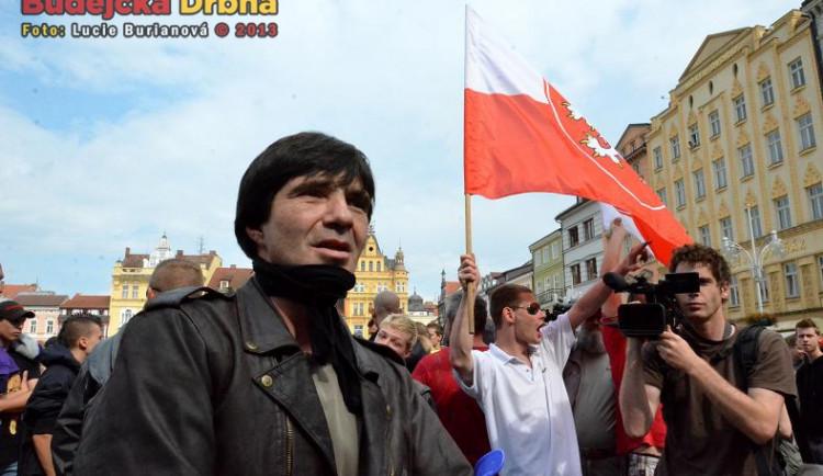 Demonstrace na náměstí a na sídlišti Máj 6.7.2013