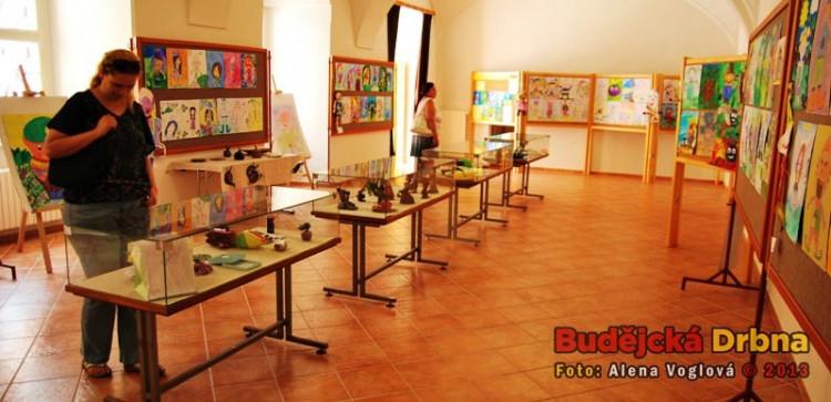 Výstava dětských prací na téma borůvky