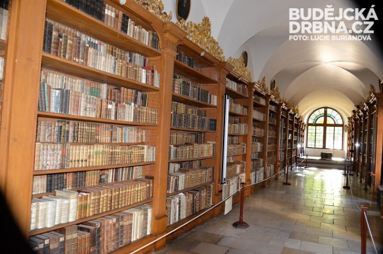 Knihovna obsahuje desetitisíce knih