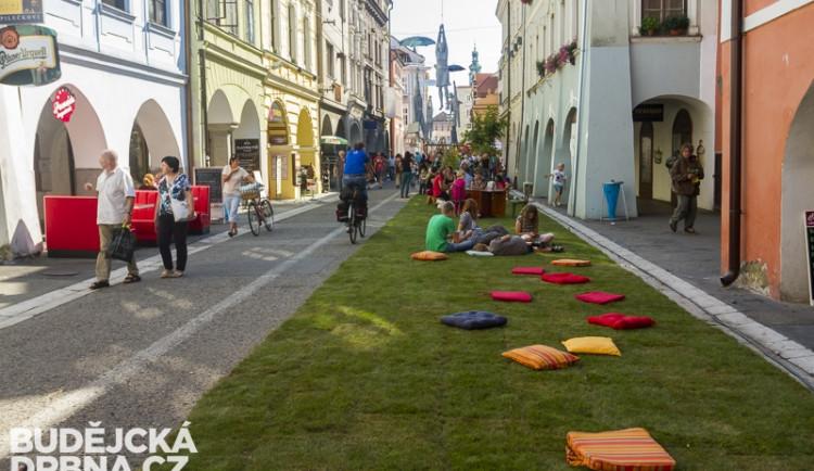Krajinská ulice se proměnila v živý park