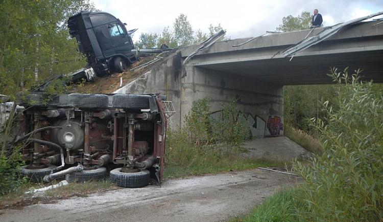 Srážka dodávky a náklaďáku s cisternou u Borku