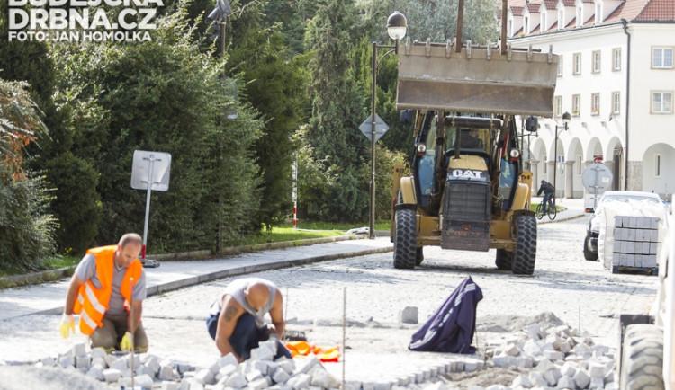 Výstavba prahů na Senovážném náměstí