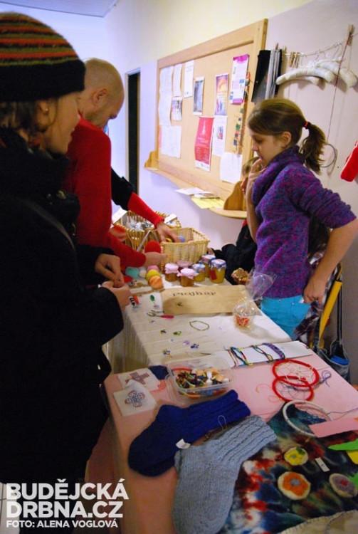 Děti prodávaly své výtvory