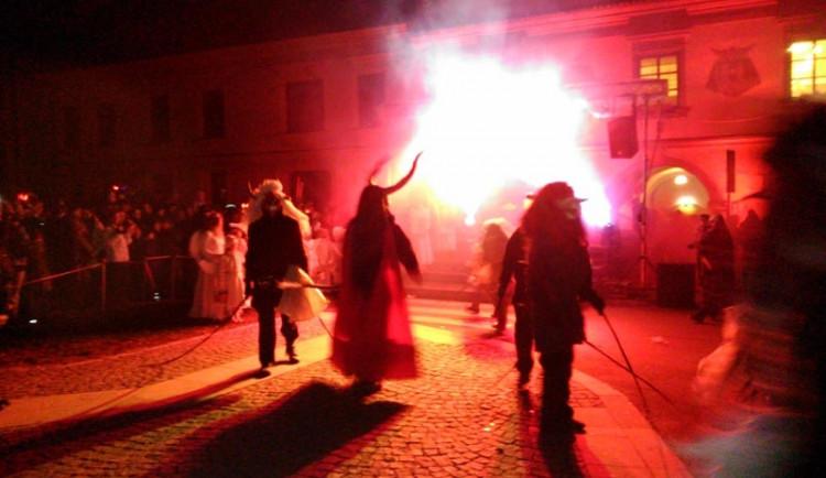 Pekelná tradice v Nových Hradech