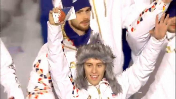 Alexander Salák při slavnostním zahájení her (v pozadí)