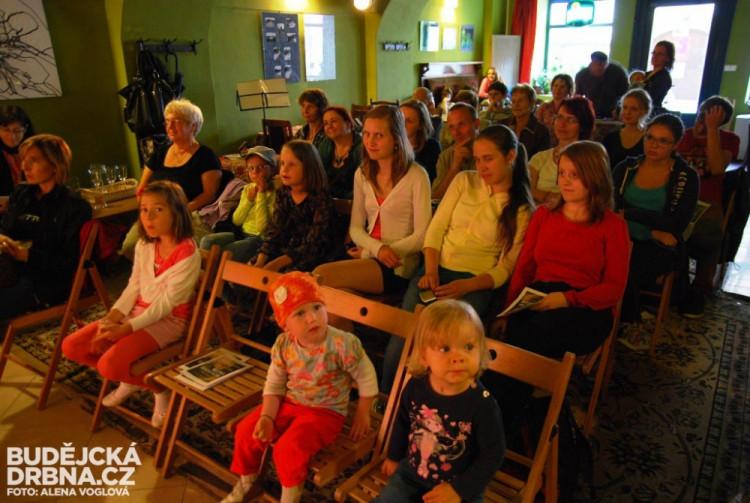 Divadlo v podání waldorfské školy přilákalo hodně diváků