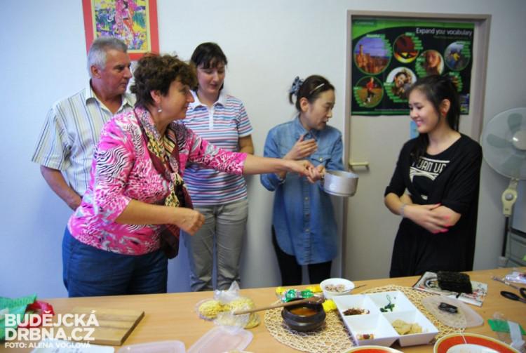 V závěru korejského vaření bylo překvapení v podobě korejských instatních polévek, které donesla jedna z účastnic