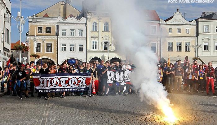 Fanoušci Motoru slavili pochodem začátek sezony