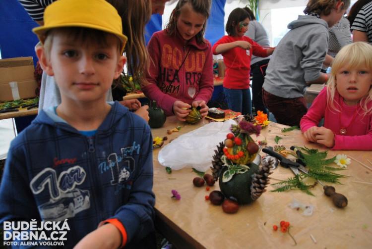 Děti nejvíce bavilo tvoření dýňových postaviček a strašidel