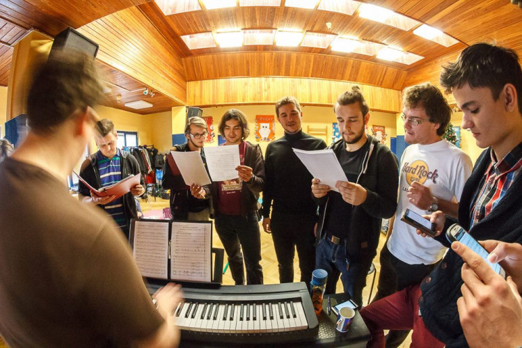 Zkouška muzikálu Cyrano