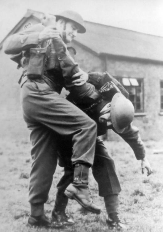 Momentka z výcviku čs. parašutistů