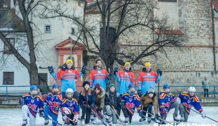 Hokejisté si zahráli s dětmi a připomněli zápasy na řece