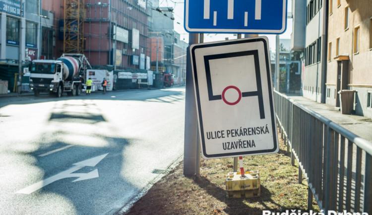 Stavba IGY uzavřela Pekárenskou ulici