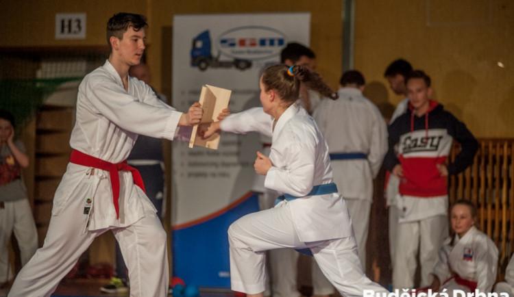 Exhibice TJ Karate České Budějovice a vyhlášení nejlepších závodníků za rok 2016