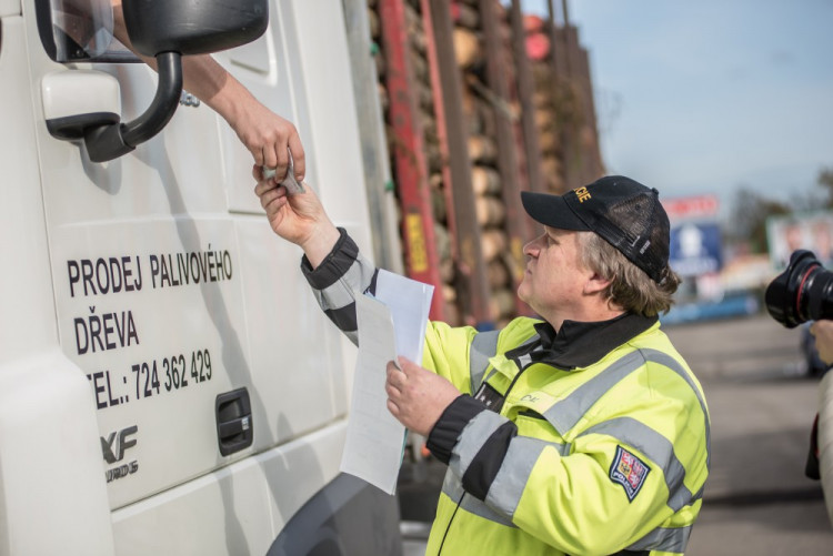 Policisté se zaměřili na nákladní auta