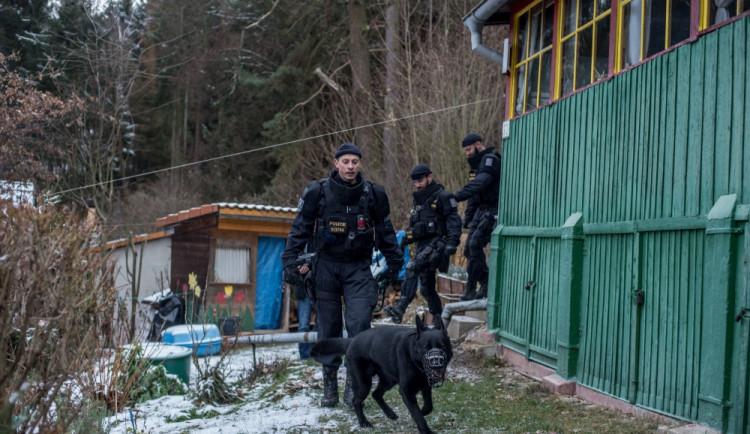 Policisté kontrolují opuštěné chaty a chalupy