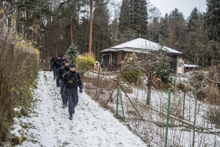 Policisté kontrolují chaty a chalupy
