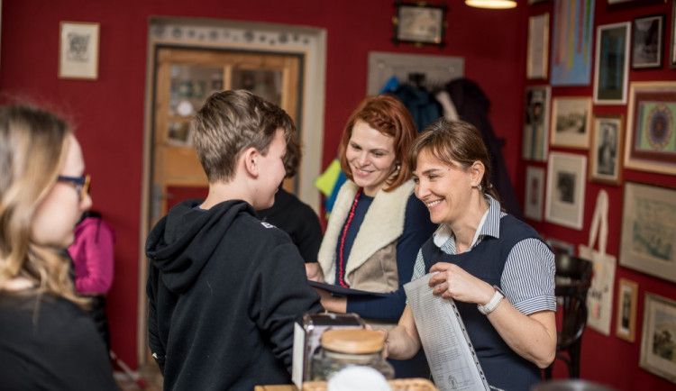 Předávání pololetního vysvědčení na montessori škole Viva Bambini