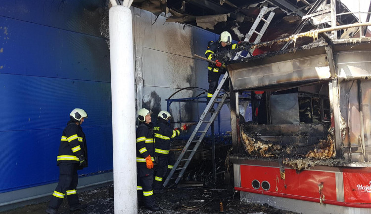 Požár stánku s občerstvením u budějckého Tesca