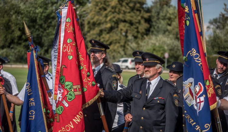 S fotbalisty a hasiči v Plané slavily i legendy Sparty