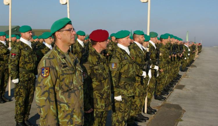 Vojáci trénují v Bechyni na slavnostní přehlídku