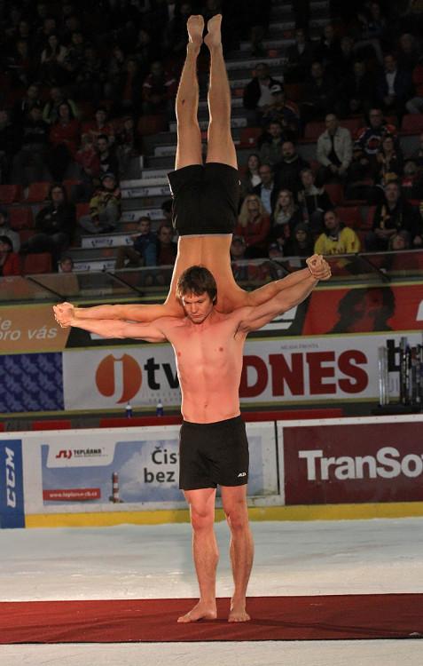 Akrobatické vystoupení věnované zejména ženám