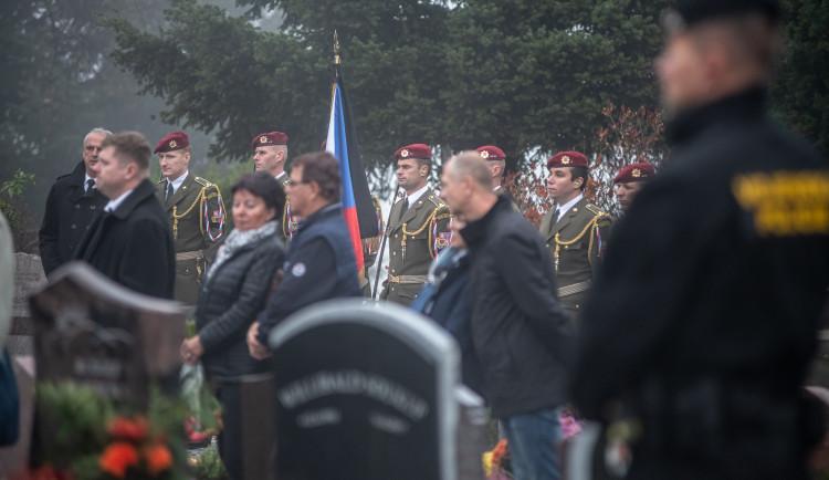 S Tomášem Procházkou se přišly v Prachaticích rozloučit stovky lidí