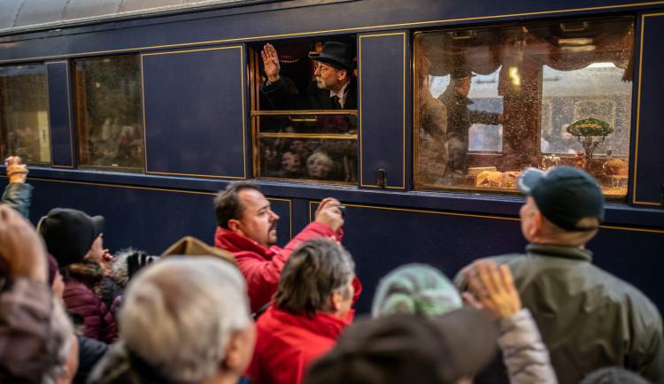 Lidé přivítali na nádraží prezidenta Masaryka. Ne všichni ho ale viděli.