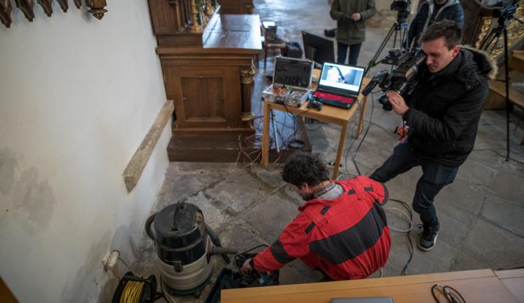 Vědci objevili v Budějcích ostatky zpovědníka Jindřicha Libraria