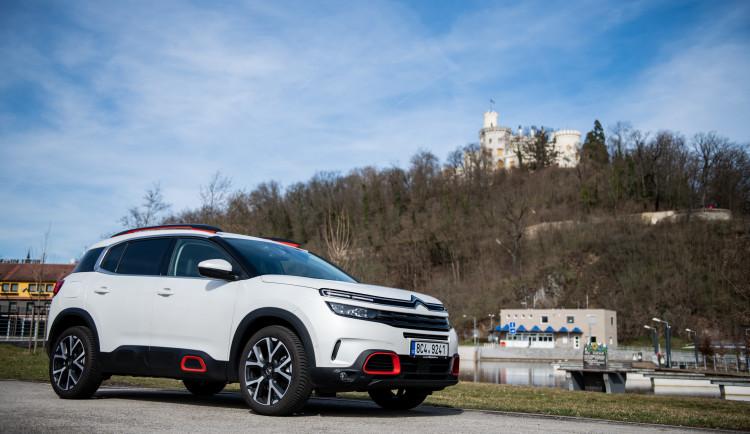 Reprezentativní a komfortní. Citroën C5 Aircross strčí do kapsy ne jedno SUV