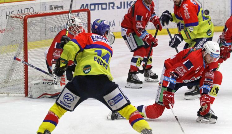 Motor padl na svém ledě také s Pardubicemi