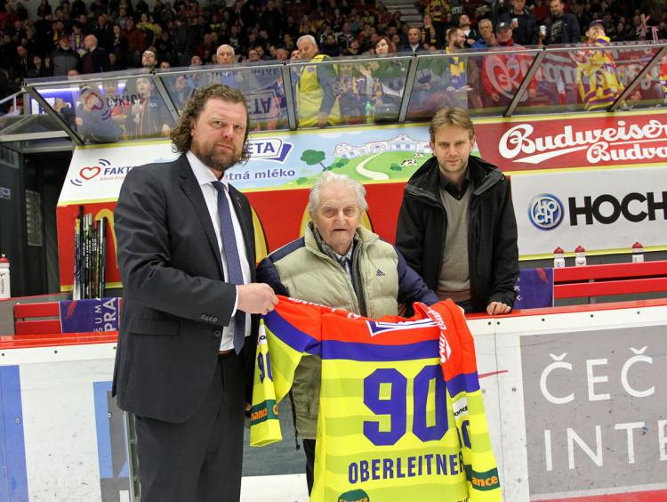 Jeden z posledních dvou pamětníků českobudějovického titulu v roce 1951 Karel Oberleitner slaví 90. narozeniny