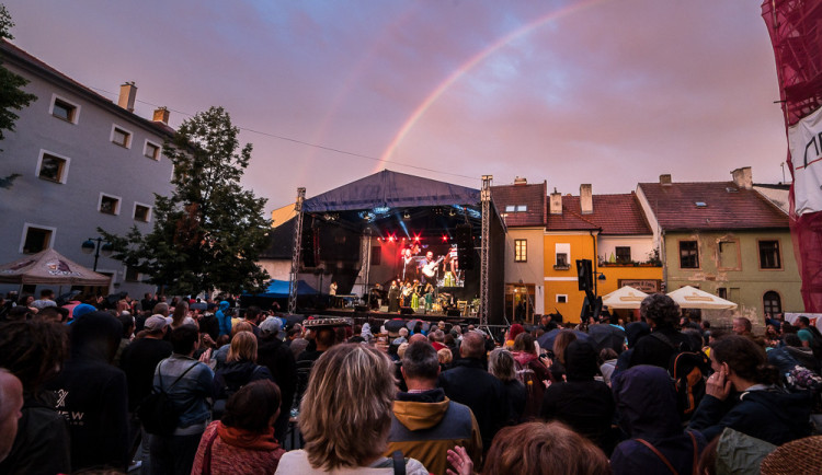 FOTO: Nebeská show nad jihem Čech. Duhu jste zachytili na mnoha místech